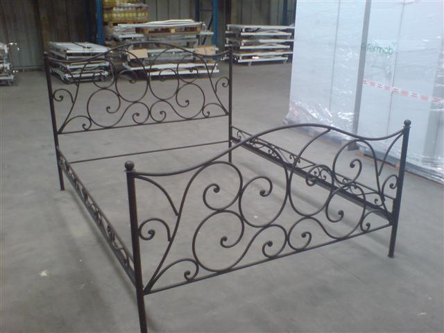 fer forg lit. Black Bedroom Furniture Sets. Home Design Ideas