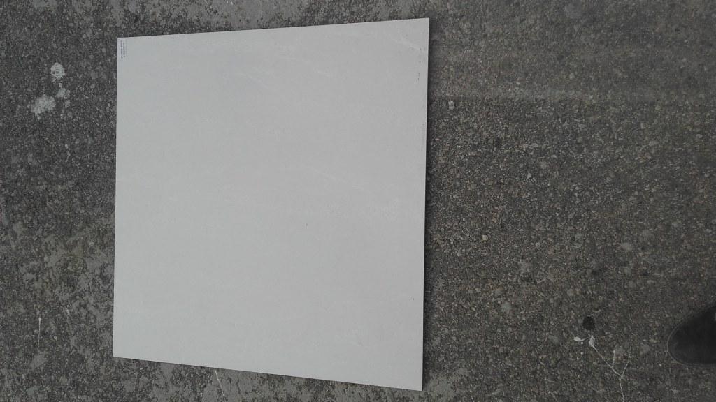 Carrelage luxe 80 80cm beige brillant p masse destockage for Carrelage beige brillant
