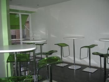 tables chaises design de restaurant bon etat destockage grossiste. Black Bedroom Furniture Sets. Home Design Ideas