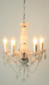 lustre 5 branches baroque en verre blanc destockage grossiste. Black Bedroom Furniture Sets. Home Design Ideas