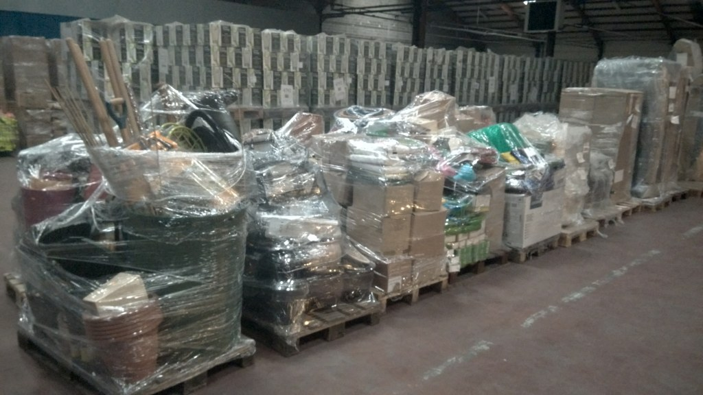Lot de produits de jardinage et animalerie destockage for Produit de jardinage