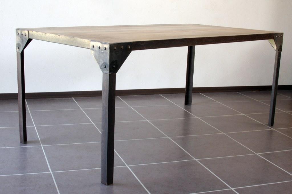 table manger industrielle acier et bois 180x76. Black Bedroom Furniture Sets. Home Design Ideas