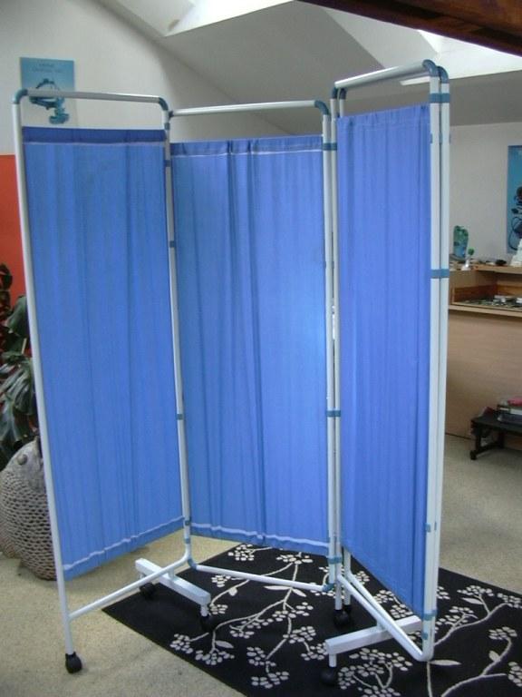 paravent medical 4 panneaux s roues destockage grossiste. Black Bedroom Furniture Sets. Home Design Ideas