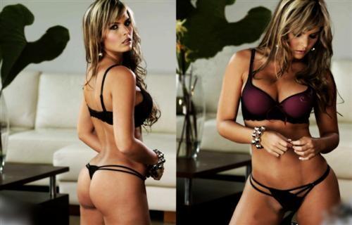 57fda2e5fc9 Femme en lingerie fine - Prêt à porter