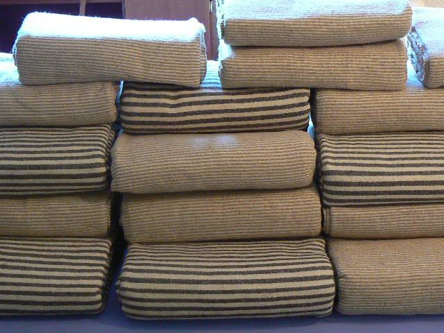 couvertures 100 laine vierge escapade marocaine destockage grossiste. Black Bedroom Furniture Sets. Home Design Ideas