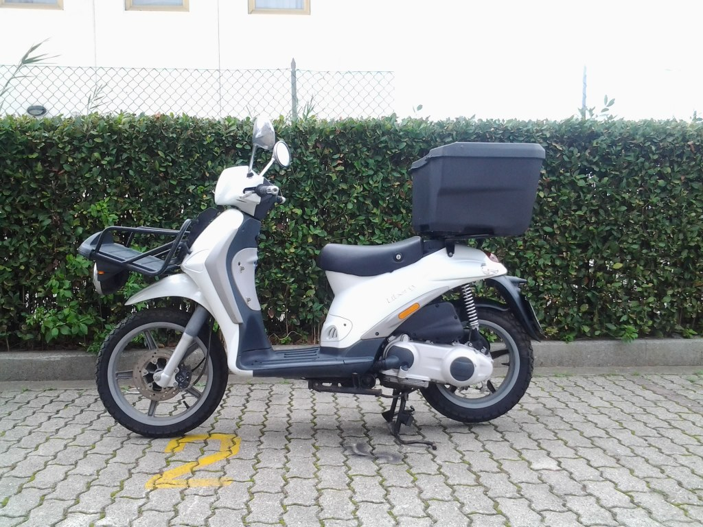vend scooters piaggio 125 cm3 d 39 occasion destockage grossiste. Black Bedroom Furniture Sets. Home Design Ideas