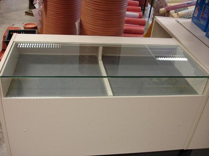 Comptoir de magasin vitre ou non vitre vendu for Comptoir du meuble bruxelles