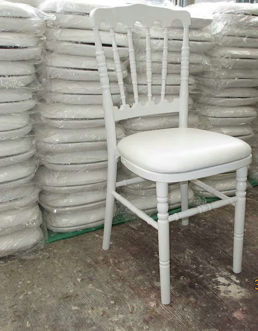 chaise napol on iii laqu blanche destockage grossiste. Black Bedroom Furniture Sets. Home Design Ideas