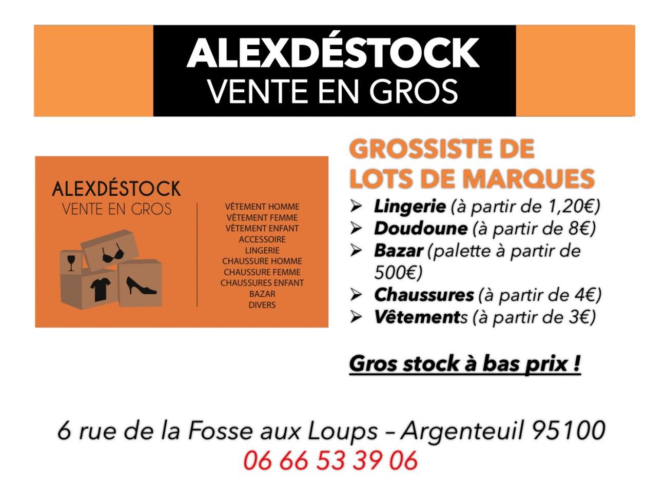 8b348eb08a Lots de Destockage Special noel ( bonnets écharpes mentaux boule de noël  guirlande) pou.