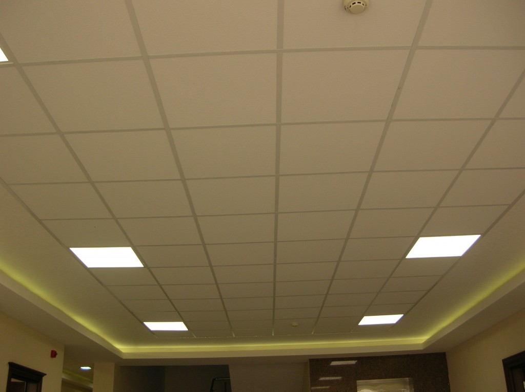 Plafond suspendu en mati re dalle lavable 60x60 destockage for Plafond suspente