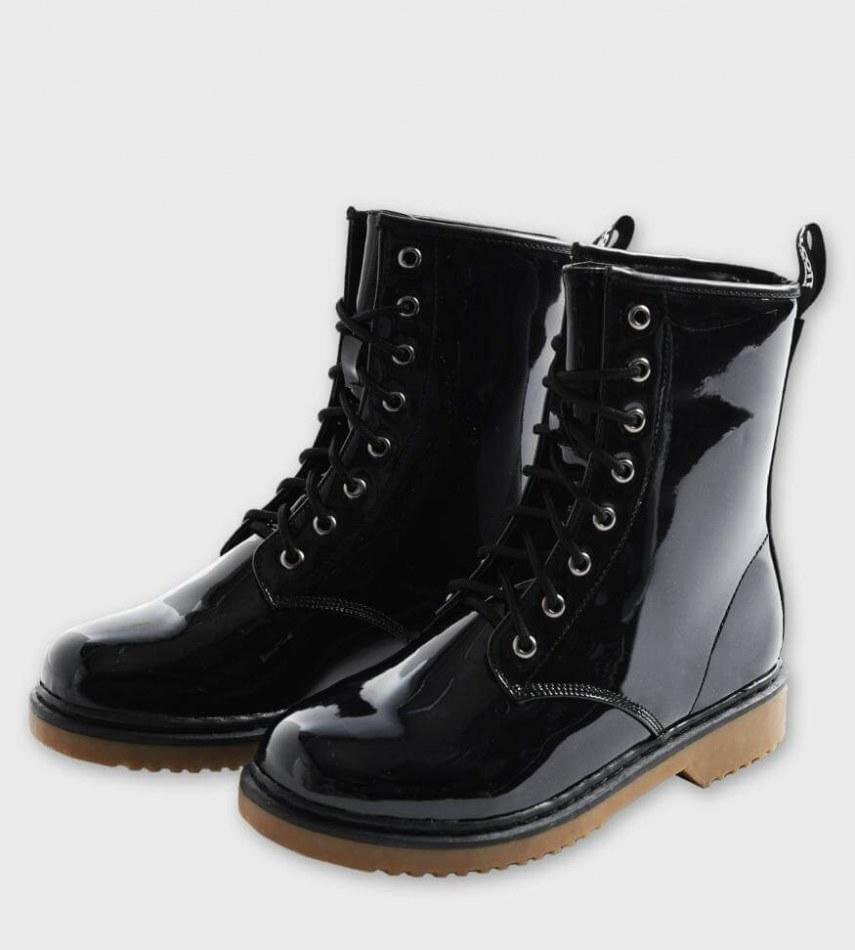 Chaussures et accessoires de marque italienne pour hommes et
