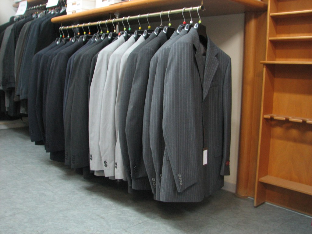 Déstockage De CostumesBlazers Prêtàporter Homme Multimarques - Pret à porter homme