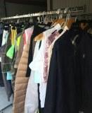 Stock de 800 vêtements de marques
