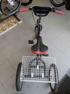 Lot de 8 vélos tricycles (16'') pour enfant jusqu'à 12 ans