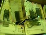 A vendre petit prix lots de 15 batteries et 20 housses + 20 accesoires de portables