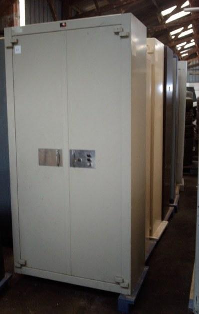 armoire forte occasion l m c destockage grossiste. Black Bedroom Furniture Sets. Home Design Ideas