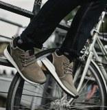 Baskets / Chaussures de sport pour hommes et enfants