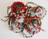 Lot de bracelets et pendentifs