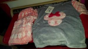 Vend vêtements (pyjamas, ensemble, fille garçons)