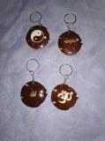 Porte clé en coquille de noix de coco