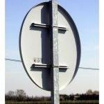 Poteau et fixation pour panneaux routiers
