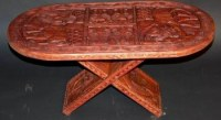 Table basse sculptée