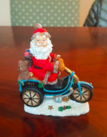 Figurine Père Noël sur sa moto