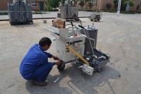 Machine autopropulsée d'aplanissement thermoplastique de marquage au sol