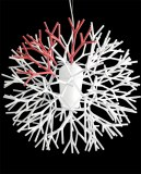 Suspension design blanche et rouge
