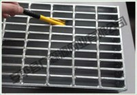 Heavy steel grating