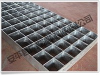 Plug in steel grid plate