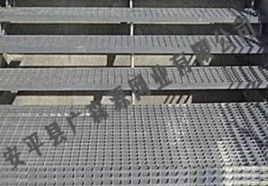 Latter-pedal steel grating