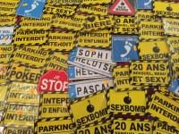 Lot revendeur de 55 plaques métalliques humoristiques