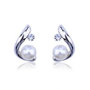 «C» Boucles d'oreilles perle de modèle