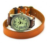 Montre avec bracelet cuir veritable, model femme avec nombres en chiffre romain