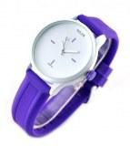 Montre miler fantaisie avec bracelet bleu et cadran entierement blanc