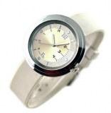 Montre fantaisie elegante, avec son bracelet en silicone et son cadran argente