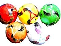 Ballon de football croûte de cuir Kick classe 5 coloris assortis à partir de 2,99€ HT