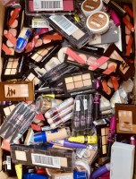 Lot maquillage cosmetique de marque