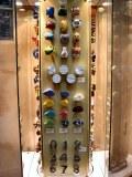 LOT de 130.000 pièces de Poignées de portes et Boutons de meubles