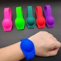 Nouveau bracelet en silicone désinfectant COVID-19 - New Silicone Sanitizer Wristband