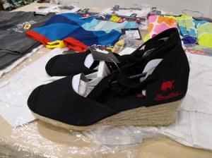 Destockage de textiles, chaussures et maillots de bain